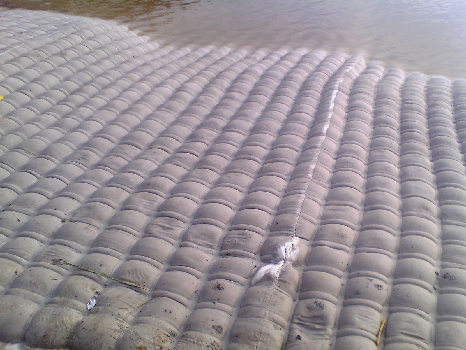 模袋混凝土护坡工程