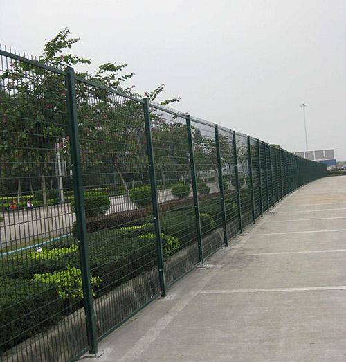 铁丝网围栏安装