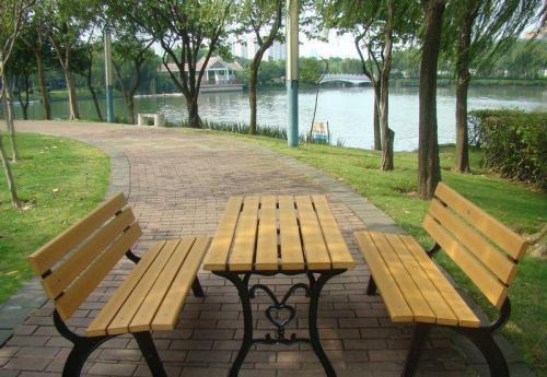 十堰�敉夥栏�木桌椅