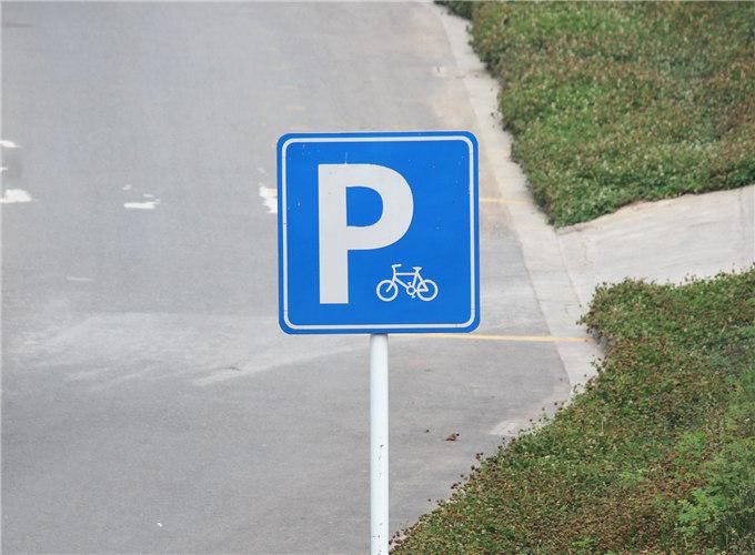云南停车场指示牌
