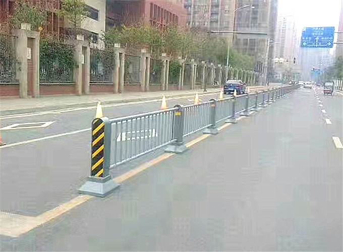 成都市政道路隔离栏