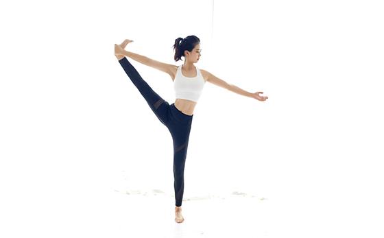 百合瑜伽资深教练-黄鑫