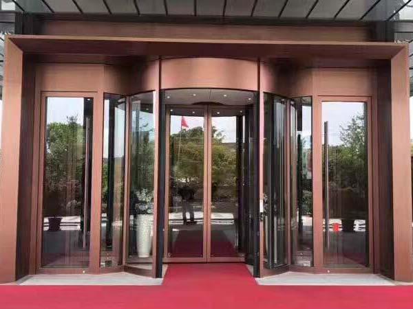 酒店两翼旋转门
