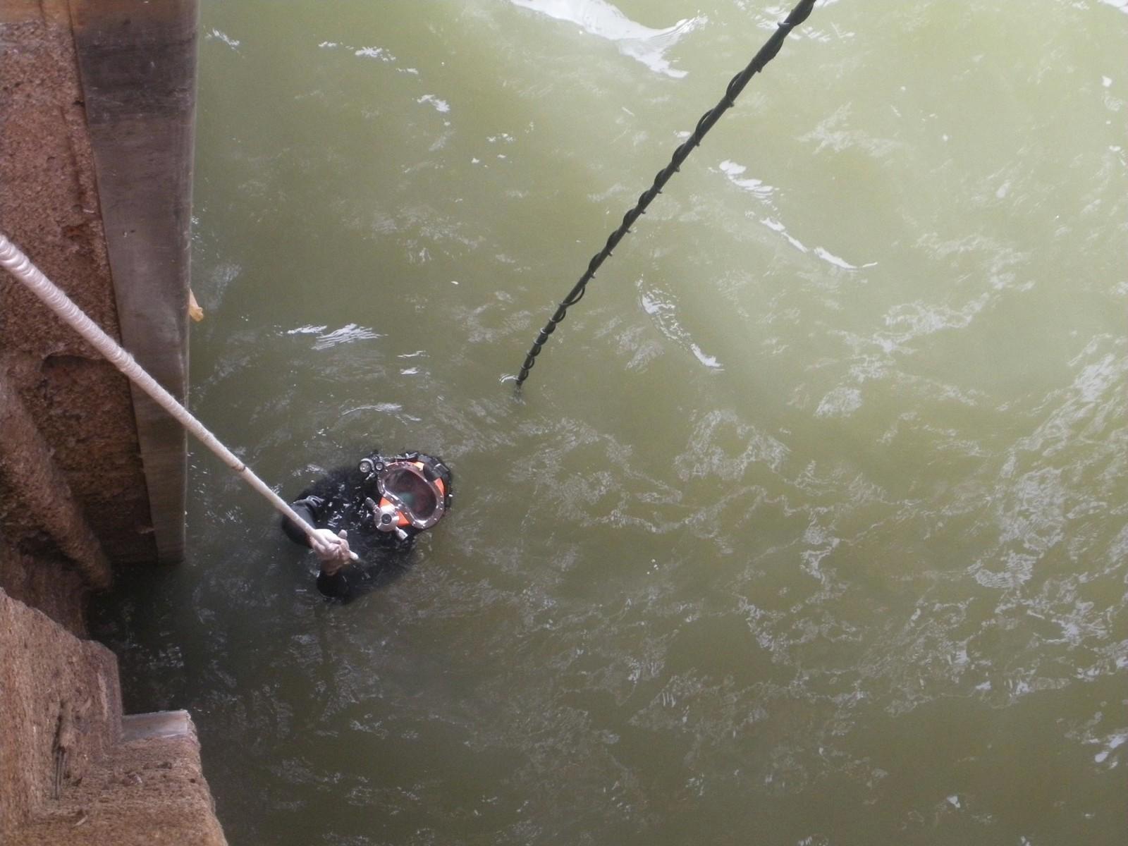 专业水下拆除方法