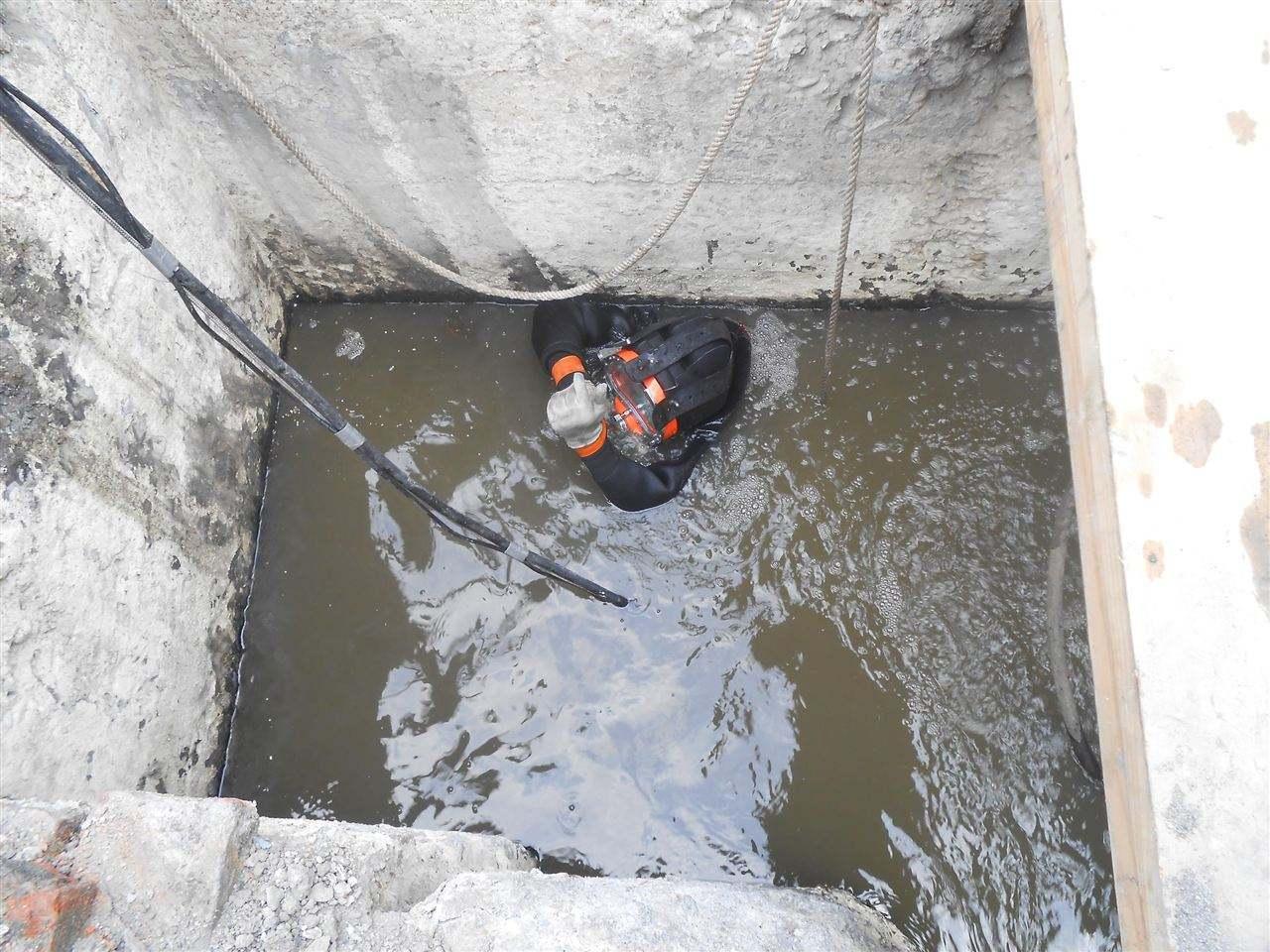 污水池水下堵漏
