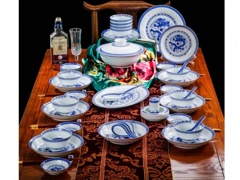 56头高白龙的青花玲珑餐具