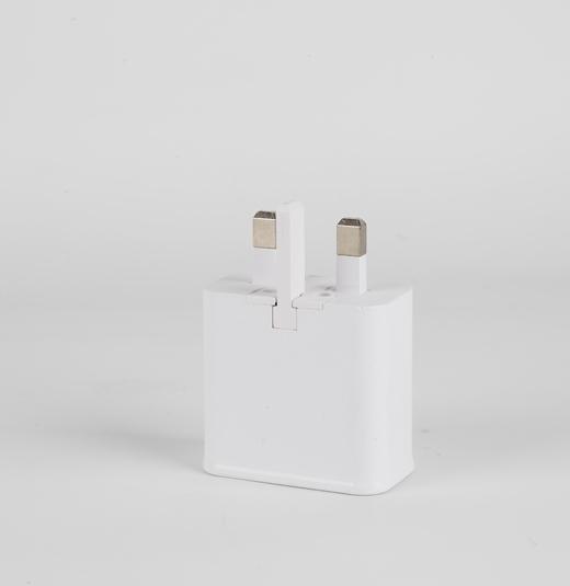 双USB三角英规充电器