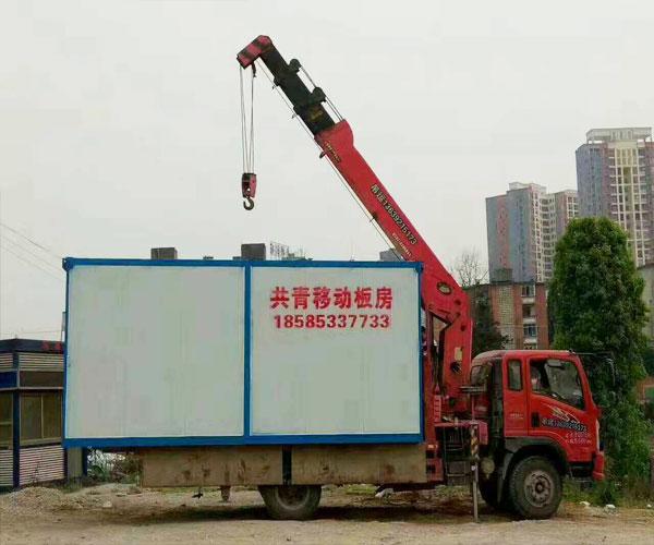 集装箱吊运