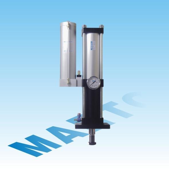中间定位型增压缸