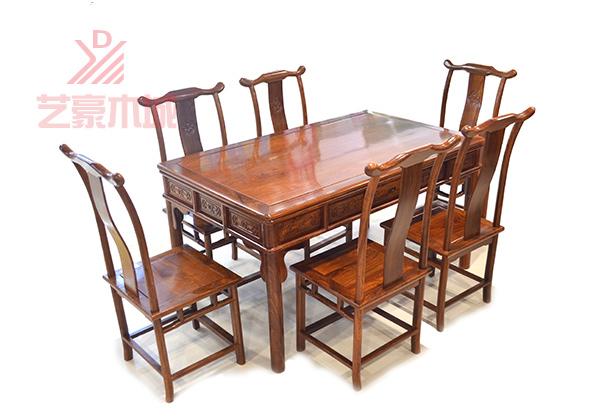 刺猬紫檀餐桌