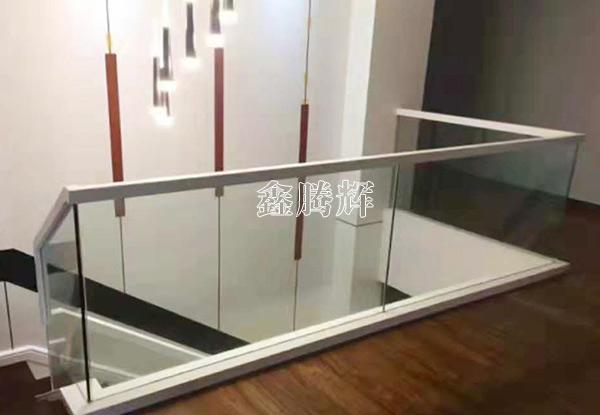 玻璃实木围栏安装