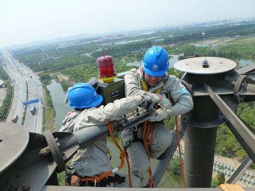 烟囱安装航标灯施工