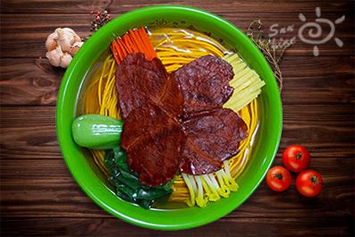 蔬菜大肉面