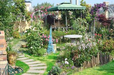 �U�家花园水池