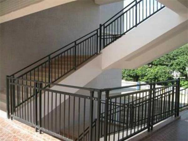 武汉锌钢楼梯栏杆