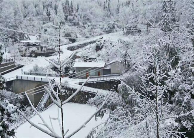 鸡冠山雪景