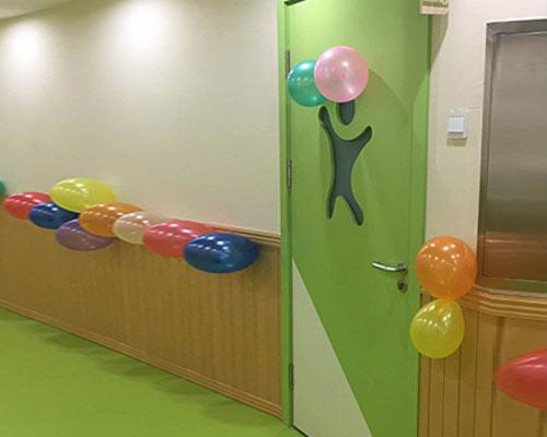 绿色幼儿园专用门
