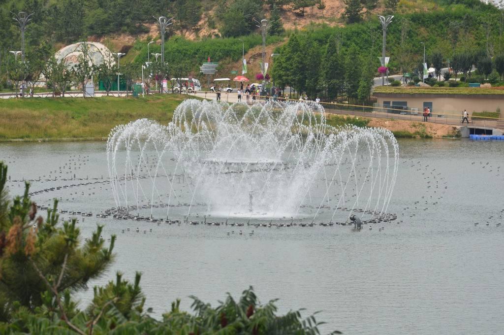 公园波光跳泉