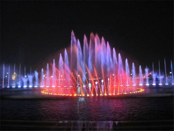 音乐漂浮喷泉