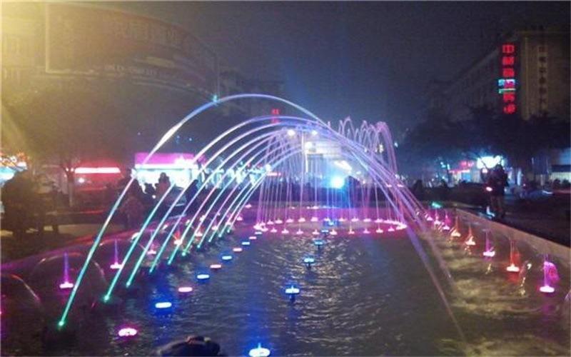 广场漂浮喷泉