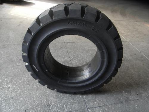 叉车轮胎的保养