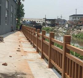 仿木栏杆施工现场