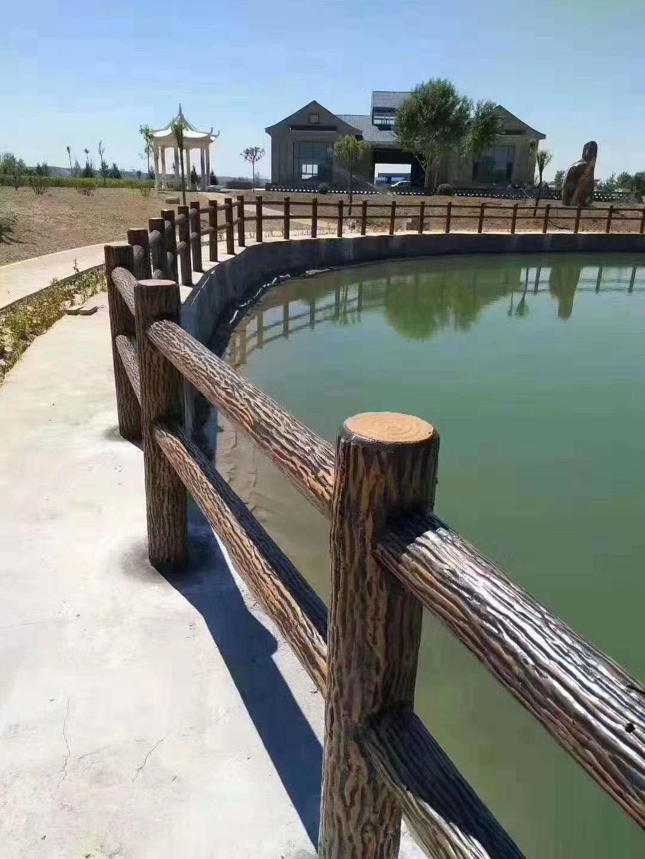 池塘仿木栏杆