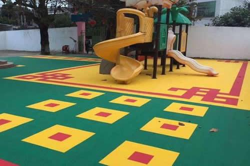 安装悬浮式拼装地板