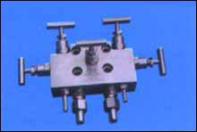 WF-5 型一体化五阀组