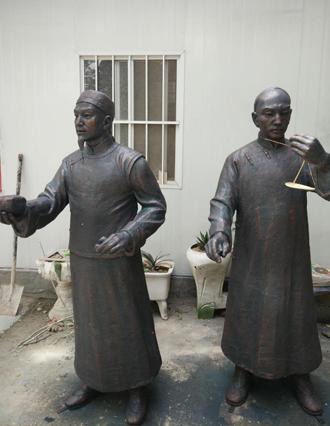仿铜人物雕塑