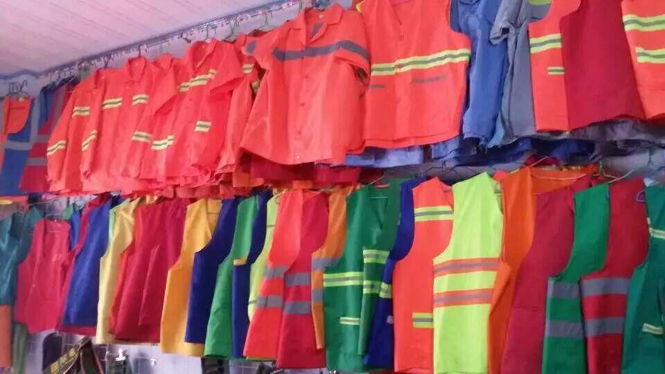 郑州工作服定做厂家郑州服装品牌批发加工厂家 量体裁衣需要挑选好的供货商