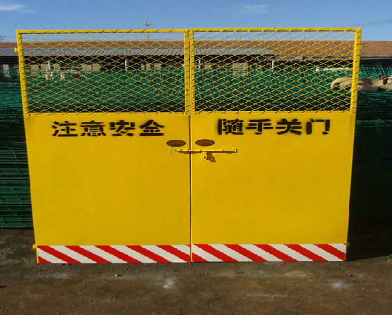 河南施工电梯门厂家