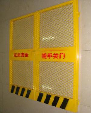郑州施工电梯门批发