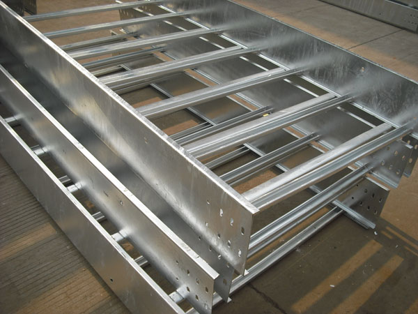 钢制梯级式桥架