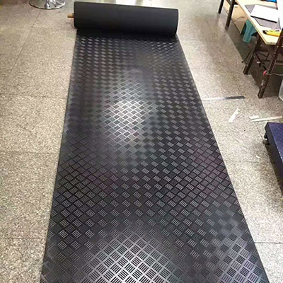 黑色防滑橡胶板