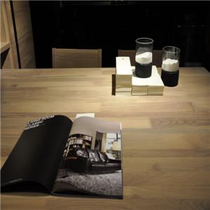 挪亚家书桌