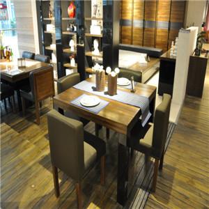 挪亚家客厅餐桌