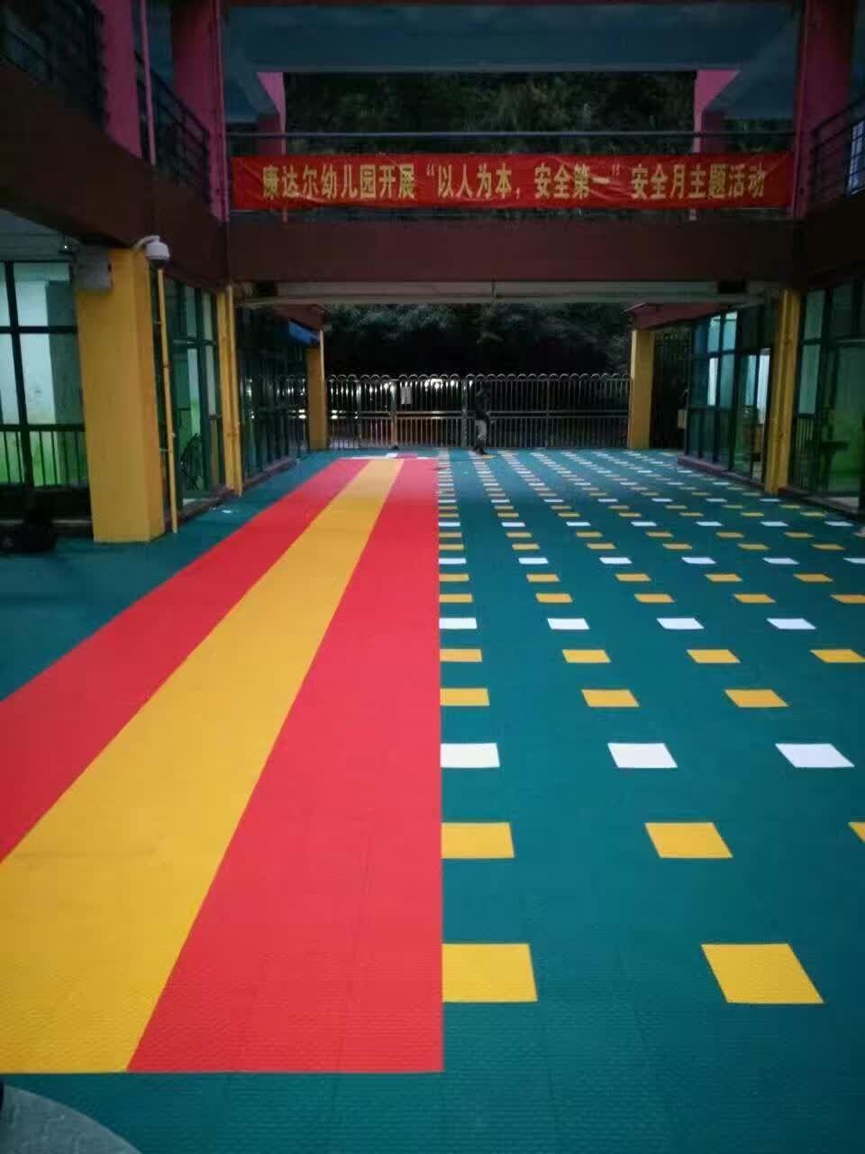 苏州金苹果幼儿园悬浮地板铺设